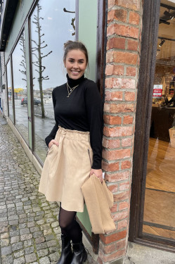 Short leather skirt Vanilla