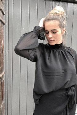 Theresa Solid Blouse