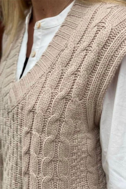 Spacy knit vest