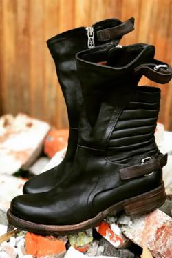 Signatur Boots